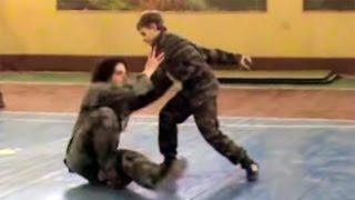 Дети демонстрируют навыки владения Пластунским рукопашным боем, система боя Леонид Полежаев.