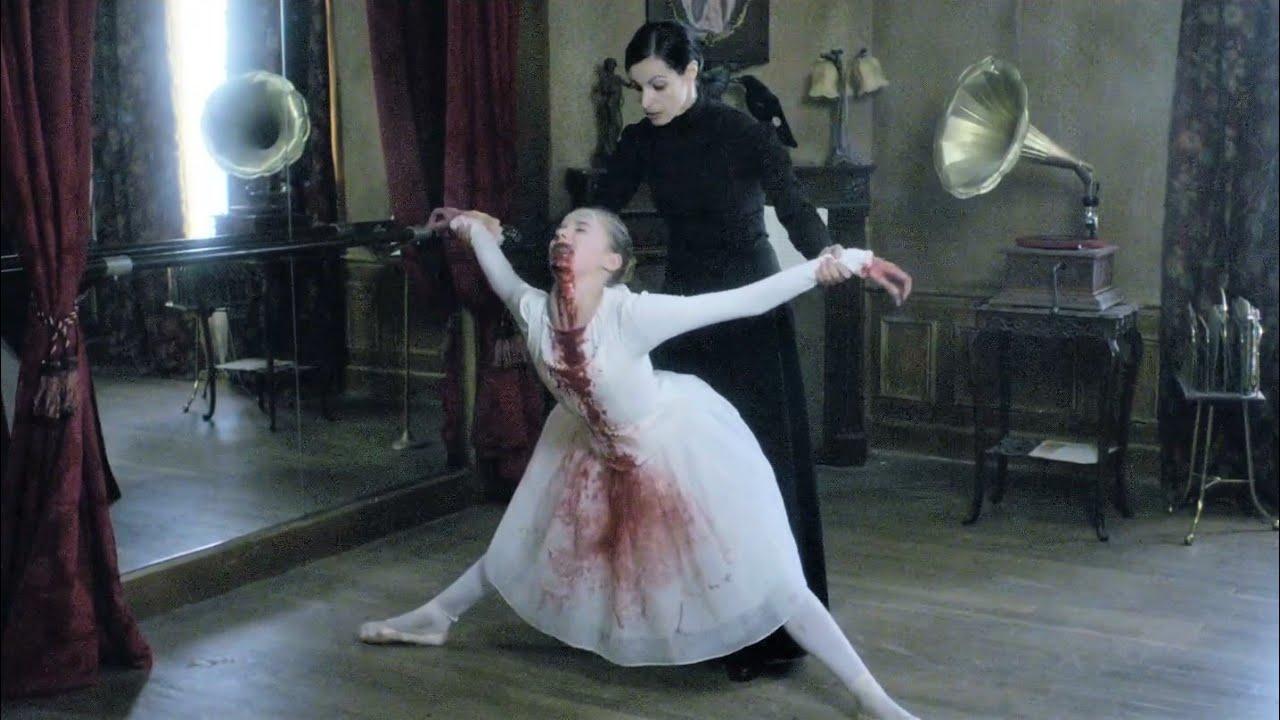 重口味!變態母親為懲罰女兒,踩斷脊梁,做成音樂人偶欣賞,實在是太變態了!法國恐怖電影《死色》