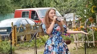 """"""" Трактористка""""  Алеся Крейдич - 16 лет."""