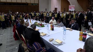 Pope eats lunch with 1,500 needy people in Paul VI Audience Hall