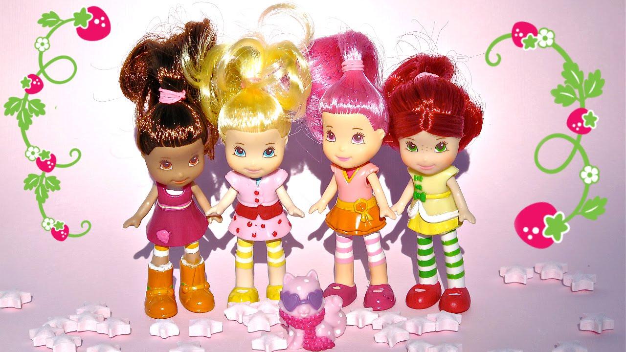 a6bf43e00 Rosita Fresita y sus amiguitas Juego de vestir Frutillita • Colegio de  Juguetes - YouTube
