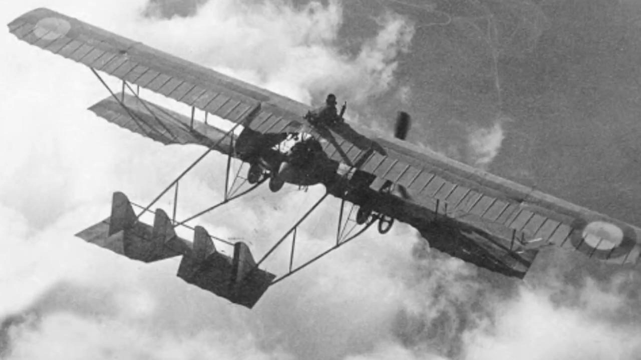 Historia de la aviación de combate de su Fuerza Aérea