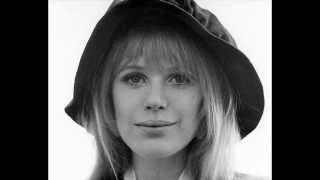 Watch Marianne Faithfull Chords Of Fame video