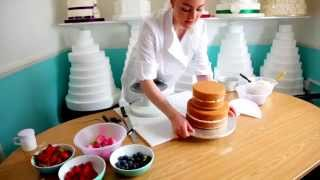 How to decorate a naked wedding cake