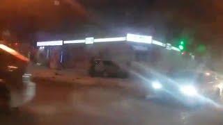 Иномарка вылетела на крыльцо магазина