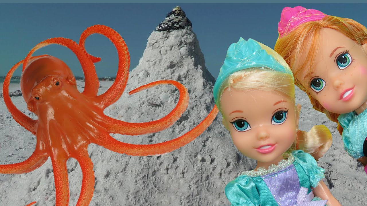 Download ELSA & ANNA toddlers play at the beach with the SANDCASTLE !