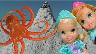 OCTOPUS ENCOUNTER ! ELSA & ANNA toddlers play around and in the SANDCASTLE! Beach Ocean Adventure