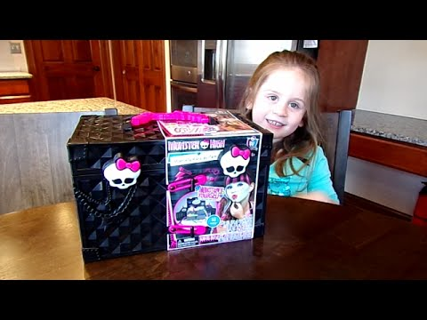 Monster High Monsterfy Make-up Case on Chloe's Toy Time!!