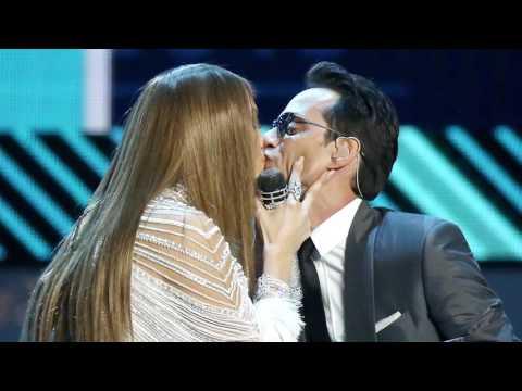 Jennifer López Y Marc Anthony Se Besaron En Pleno Escenario De Latin Grammys!