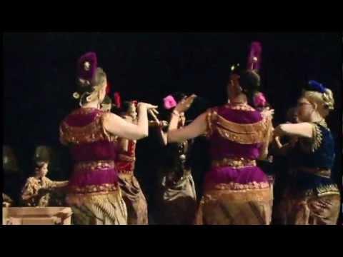Sumunar performs Ratna Sari @Heart of the Beast Theatre