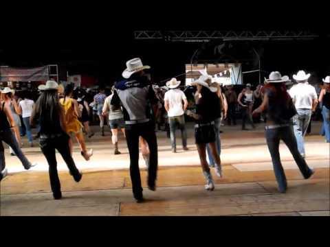 Line Dance Holy Moly, Choreo: David Villellas, Musik: Footloose