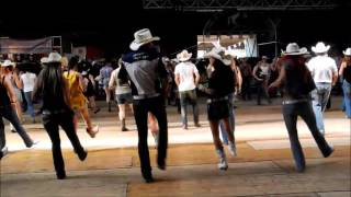 Line Dance Holy Moly, Choreo: David Villellas, Musik: Footloose