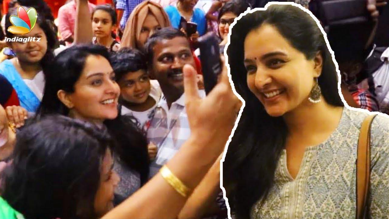 മോഹൻലാലിനെ കാണാൻ മഞ്ജു എത്തി   Manju Warrier to watch Mohanlal   Mohanlal theatre Response