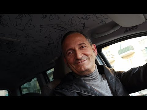 Итальянский таксист собирает автографы звёзд футбола на своей машине
