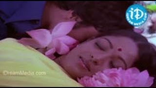 Repeat youtube video Seethakoka Chilaka Movie Songs - Minneti Sooreedu Song - Karthik Muthuraman - Aruna Mucherla