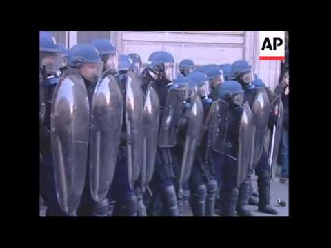 Police clash with students outside Sorbonne University