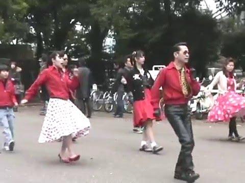 Chinese girls giving head
