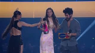 Macarena Achaga comparte el premio de Juliantina con Aristemo en los MTV MIAW 2019