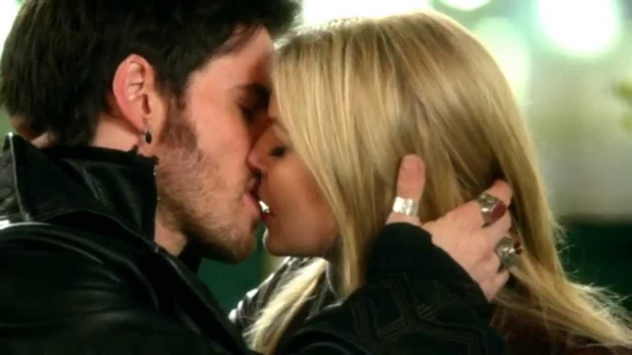 Hook & Emma Kiss 3x22 In Slow Motion / OUAT - YouTube