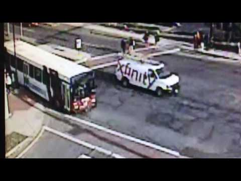 Springfield runaway bus: Watch driver chase his PVTA bus as it crashes down State Street