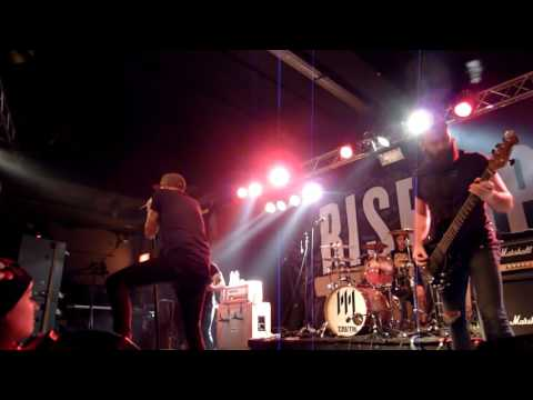 Memphis May Fire - Intro + Carry On live@Faust 60er-Jahre Hannover 20.11.2016