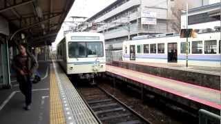2013年3月末まで運行しているアニメ「ひだまりスケッチ」仕様の電車です。 出町柳駅に到着する様子を撮影してみました。