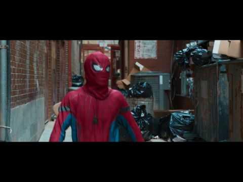 脱いだら凄いんです!スパイダーマンがバキバキに割れた腹筋を披露『スパイダーマン:ホームカミング』本編映像