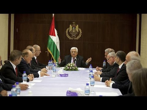 Palestinian unity government sworn in, shunned by Israel