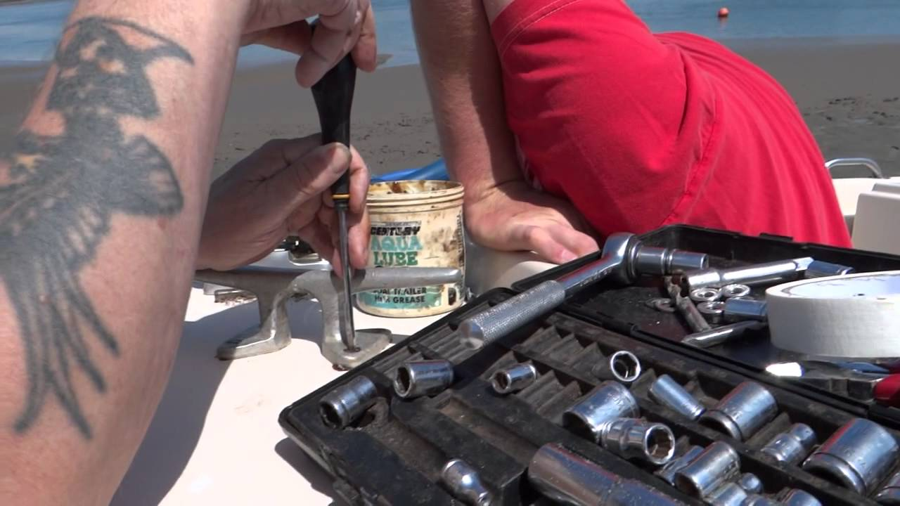 maxresdefault fitting an electric anchor winch youtube lone star anchor winch wiring diagram at crackthecode.co