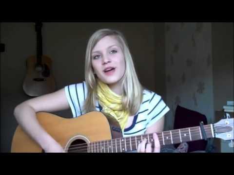 Девушка поет на даргинском