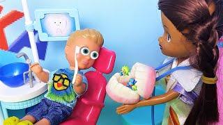 ВАЛЕРА И ЖЕЛЕЙНЫЕ ЗУБКИ! КАТЯ И МАКС ВЕСЕЛАЯ СЕМЕЙКА куклы школа Барби #мультики