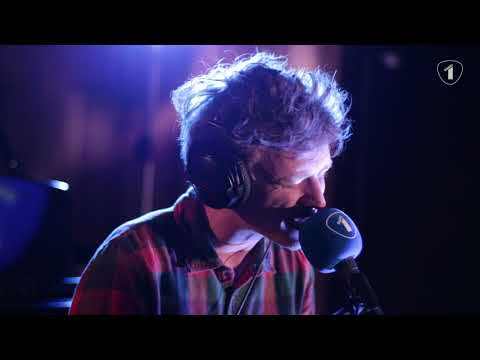 Douglas Firs - Undercover Lovers (Radio 1 Live sessie)