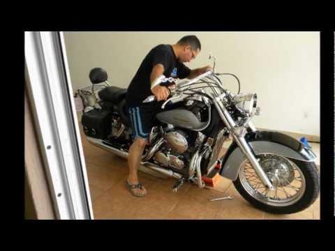 change engine oil  filter   honda shadow aero youtube