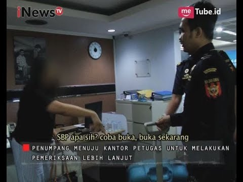Seorang Ibu Ngamuk Karena Barangnya Diperiksa Petugas Part 01 - Indonesia Border 25/09