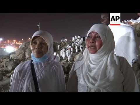 Hajj pilgrims gather at base of Mount Arafat