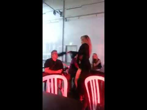 2eme video de striptease lors du salon de l'érotisme a rungis 2017