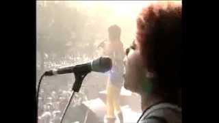 """Kelis in Paris """"Millionaire""""- Live performance"""