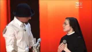 Suor Cristina es la voz de Italia 2014 al recibir el trofeo reza el Padre Nuestro