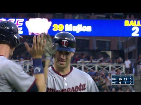MIN@DET: Mauer powers a two-run homer to left-center