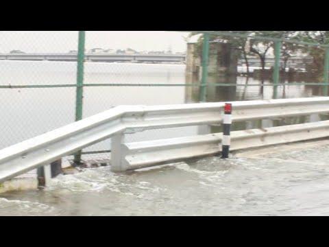Chennai Flood   Porur Lake overflowing Video   Media Directory
