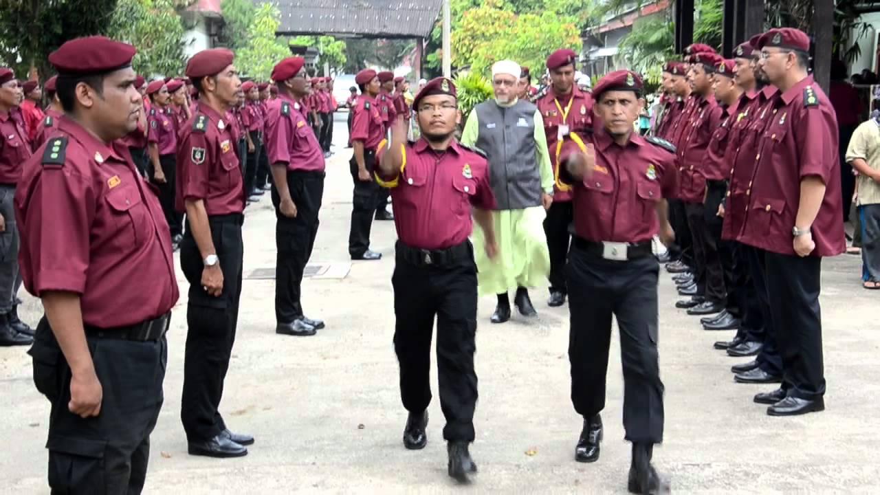 「Gambar Haji hadi memeriksa perbarisan Unit Amal」的圖片搜尋結果
