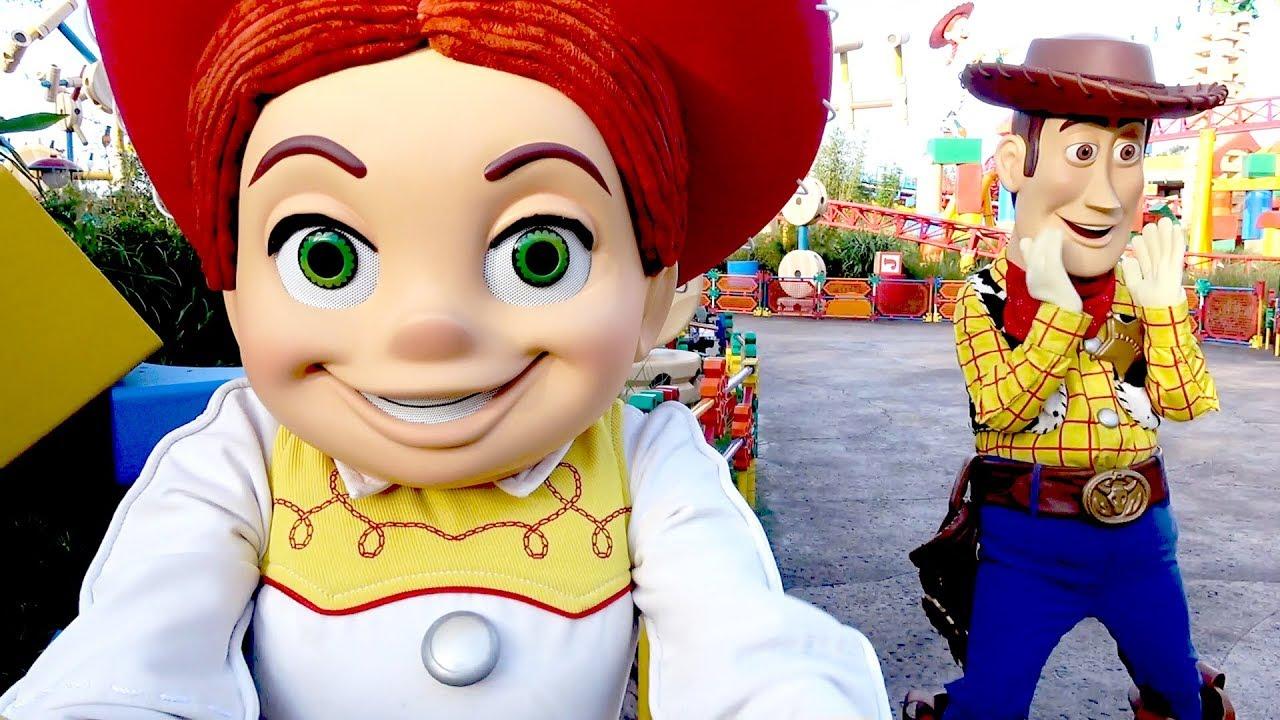 Woody Jessie Fun Meet Greet In Toy Story Land Near