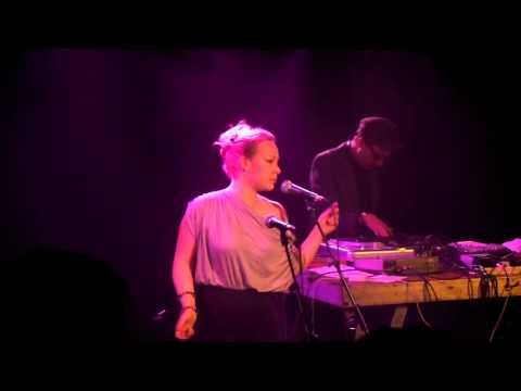 Belleruche - Anything You Want (Not That) - La Maroquinerie 2010 (1)