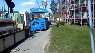 Строительный кран(выгружает мусор., 2012-05-07T12:19:30.000Z)