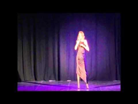 Patrizia Deitos interpreta Bette Davis Eyes