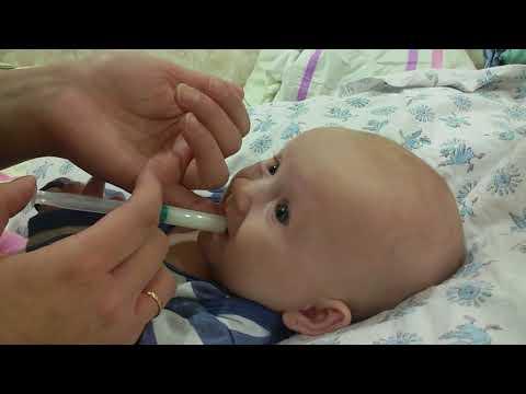 Кормление новорожденного со (из) шприца