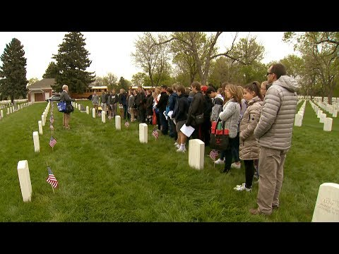 Students place flags at national cemetery for Memorial Day