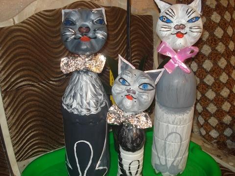 Как сделать котиков из пластиковой бутылки .