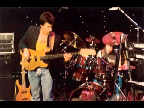 Jeff Berlin  Vinnie Colaiuta Scott Henderson - Freight Train Shuffle (LIVE)