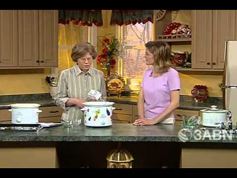How To Cook In A Slow Cooker - JoAnn Rachor (Cooking Basics)